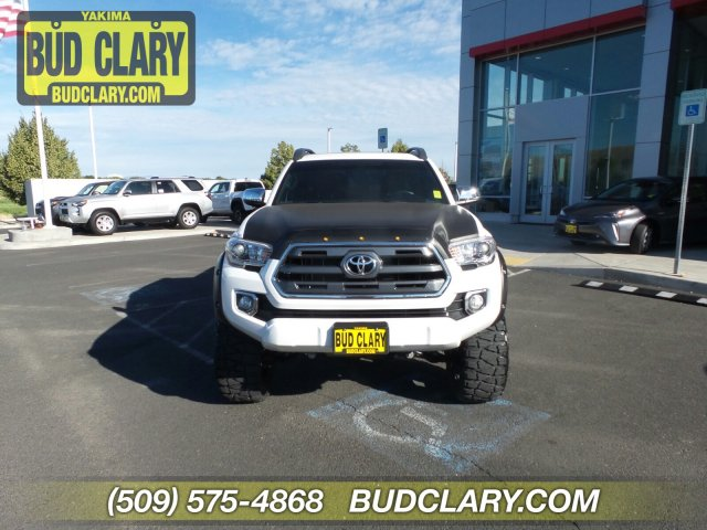 Pre-Owned 2016 Toyota Tacoma 4WD Double Cab V6 AT Limited